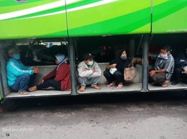 Demi Pulang Kampung Lebaran, Warga Nekat Sembunyi Di Toilet dan Bagasi Bus