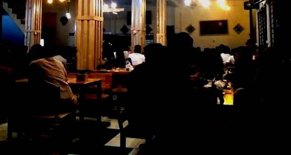 Pengunjung Cafee Tak Peduli Pandemi Covid-19