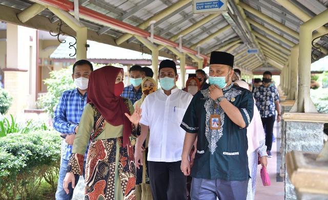 Pemerintah Aceh Salurkan APD ke RSUD Aceh Tamiang