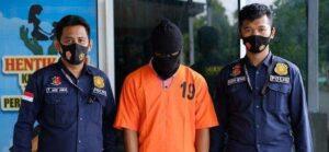 JN (17) diapit dua Penyidik PPA Reskrim Polres Aceh Utara