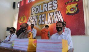 MZ (baju tahanan oranye), Sekdes di Aceh Selatan ditangkap terkait dugaan korupsi dana desa senilai Rp 290 juta. Foto: Dok. Satreskrim Polres Aceh Selatan